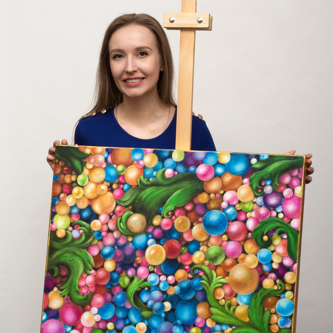 Ekaterina Nikidis artist with the painting